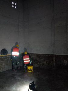 Abkleben der Fläche als Vorbereitung für das Aufbringen der Leitschicht (2)