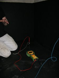Aufbau der Messapparatur zur Messung der Leitfähigkeit der WHG Beschichtung
