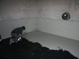 Aufbringen der Deckschicht auf der Bodenfläche (dritte Schicht – STO WHG Deck)
