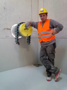 Nach erfolgreicher Arbeit, zufriedener Bauleiter (KAPO) des Behälter 1