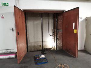 Sicherung des Fahrstuhls für Wartung, Reinigung und Prüfung
